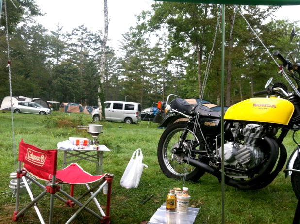 キャンプ場の朝