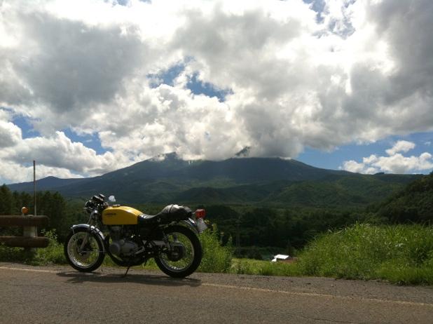 御嶽山を望む