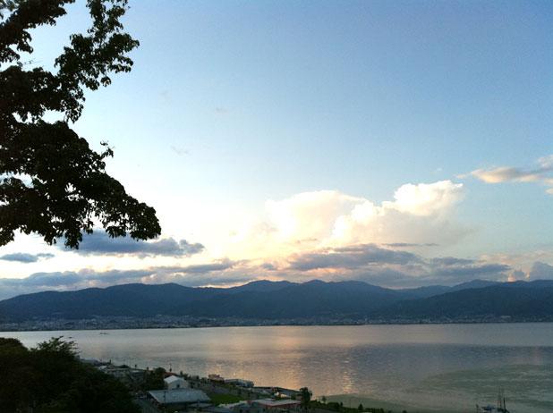 夕暮れの諏訪湖